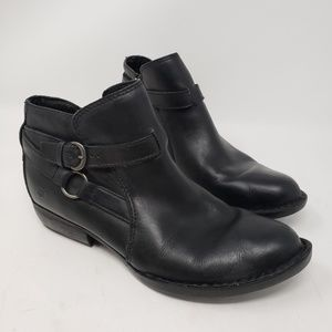 Women's Born black leather ankle boots size 7.5